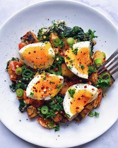 Recipes Breakfast Eggs Spicy Breakfast Hash with Jammy Eggs Egg Recipes, Great Recipes, Healthy Recipes, Pancake Recipes, Waffle Recipes, Recipe Ideas, Breakfast Recipes, Healthy Food, Breakfast Hash