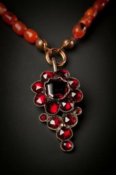 Coral-Pearl necklace with garnet pendant