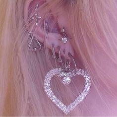Internet mom old school fashion, body art, body piercings, piercing tattoo, diamond Ear Jewelry, Cute Jewelry, Body Jewelry, Jewelry Accessories, Pretty Ear Piercings, Ears Piercing, Piercing Tattoo, Old School Fashion, Grunge Jewelry