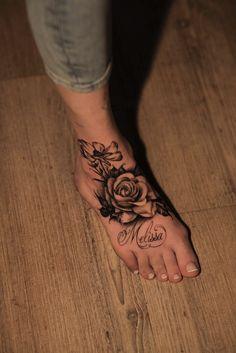 Tattoo Ideas for the Leg Beautiful Foottattoo Tattoo Foot Women Flowertattoo Flower Roses Roos – foot tattoos for women flowers Foot Tattoos Girls, Cute Foot Tattoos, Black Girls With Tattoos, Tattoos For Women Flowers, Hand Tattoos For Women, Dope Tattoos, Girly Tattoos, Badass Tattoos, Body Art Tattoos