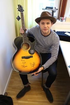 (Daily Niall)  We would like to send a big thank you to Niall Horan who signed a guitar for us at @Musikmotcancer .  #musicagainstcancer #NiallHoran
