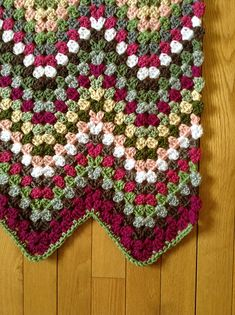Free pattern - Great for lovers of Afghan blankets! It is very adaptable to any kind of yarn and can be easily scaled to what ever size you want. It's also a great project to use up little bits Crochet Afghans, Crochet Ripple, Manta Crochet, Crochet Granny, Crochet Crafts, Crochet Yarn, Crochet Stitches, Crochet Projects, Free Crochet