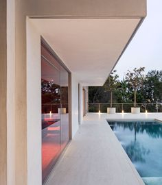 Belgian Delta Light's Minigrid in Trimless and their Monopol for outdoor use was used in a LA residence!