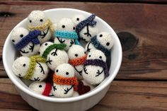 Beautiful tiny snowmen.     http://www.ravelry.com/projects/TheBon/mochimochi-snowmen#    Pattern available:  http://www.ravelry.com/patterns/library/mochimochi-snowmen
