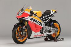 2013 Honda RC213V with new Repsol paint scheme. (Click on photo for high-res. image.) Photo found here: hellforleathermag...