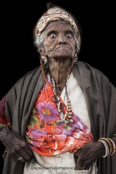 charismatic elderly woman in Jaipur (Rajasthan, India) - By Roberto Pazzi
