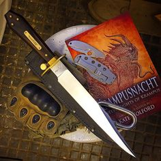 112 отметок «Нравится», 5 комментариев — Thomas J Bass (@bassknives) в Instagram: «EDC last couple days...⚡️ #bassknives #knifemaker #adventureawaits #bowieknife #bagwellbowie…»