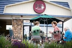 Lube and Latte Patio Area in Lakewood Colorado - Image by: lubeandlatte.com