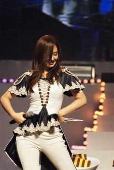 yuri gorgeous outfit