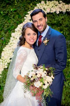 Jinger Duggar married Jeremy Vuolo in a church wedding ceremony in Arkansas. Jessa Duggar served as maid of honor and Vuolo's father officiated the vows. Jinger Duggar Wedding, Amy Duggar, Duggar Girls, Jeremy Vuolo, Dream Wedding, Wedding Day, Post Wedding, Wedding Things, Wedding Bride