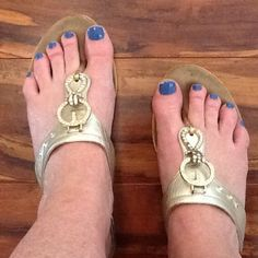 Onex gold and bling sandals Preloved onex gold and bling flip flops, extremely comfy! As is onex Shoes Sandals