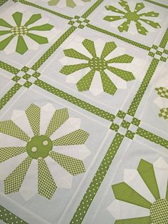 Green Daisy Quilt