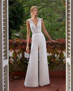 Bridal dress-trouser combo in crepe and lace. Wedding Robe, Boho Chic Wedding Dress, Open Back Wedding Dress, Pink Wedding Dresses, Bridal Dresses, Formal Dresses, Wedding Dress Necklines, Wedding Dress Sleeves, Pronovias Bridal