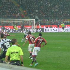 Milan - Juventus    In azione  https://www.facebook.com/photo.php?fbid=351454064952860=a.351453548286245.74663.104841186280817=3