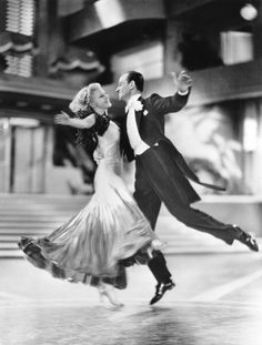 Gay Divorcee-Fred Astaire-Ginger Rogers-dance motion Ginger Rogers & Fred Astaire: She did everything he did, only backwards & in high heels!Ginger Rogers & Fred Astaire: She did everything he did, only backwards & in high heels! Hollywood Stars, Classic Hollywood, Old Hollywood, Hollywood Glamour, Fred Astaire, Shall We Dance, Just Dance, Comedia Musical, John Wilson