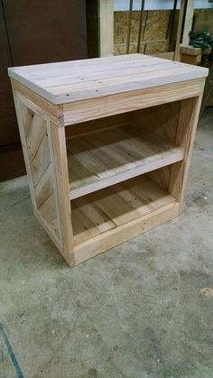 DIY Pallet Nightstand or Side Table   99 Pallets