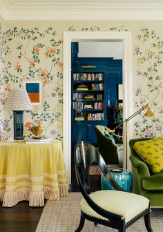 Cote de Texas: Trends for 2019 Mobiles, Bunny Williams Home, Salons Cosy, Chinoiserie Wallpaper, Amber Interiors, Brown Furniture, Cozy Living Rooms, Contemporary Interior, Cheap Home Decor