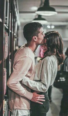 Romantic Couple Pose Ideas For Photography You Must Know; Lovely C… Romantic Couple Pose Ideas For Photography You Must Know; Cute Couples Photos, Cute Couple Pictures, Cute Couples Goals, Love Pics, Couple Ideas, Beautiful Pictures, Teen Couples, Relationship Goals Pictures, Cute Relationships