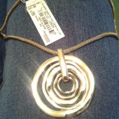 Gold tone Nine West Necklace NWT. Never been used. Nine West Jewelry Necklaces