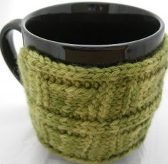 I like this mug cozy  25 Free Beginner Knitting Patterns | Painting Lilies