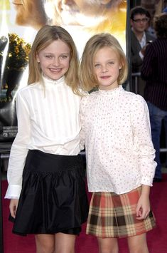 Premiere Photograph - Dakota Fanning, Elle Fanning by Everett Dakota Fanning, Celebrity Siblings, Celebrity Photos, Fanning Sisters, Celebrities Then And Now, Frocks For Girls, Chloe Grace, Tween Fashion, Cute Outfits For Kids