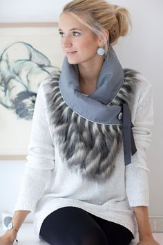 10% discount price €120 New price € 108 Scarf - collar E17: model Stella Material: association shag faux fur fabric and two-tone gray dot Closure with a gray satin ribbon. Decorative brooch in resin with the text: There is magic in the air Size: 35cm wide by 45cm (from collar to tip). Care: