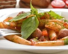 Pâtes aux boulettes de boeuf légères, carottes et sauce tomate : http://www.fourchette-et-bikini.fr/recettes/recettes-minceur/pates-aux-boulettes-de-boeuf-legeres-carottes-et-sauce-tomate.html