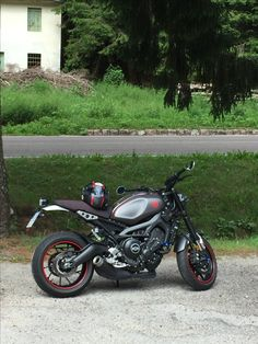XSR 900 grey and red
