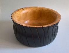 Ciotola in ciliegio. Misure: Diam. 34 cm H. 17 Realizzata da Luigi Gortan