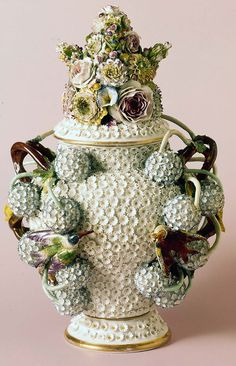 Meissen Snowball vase with base - Meissen Porcelain Manufactory, 1860.