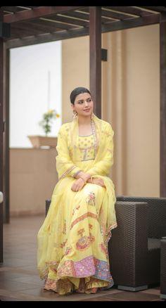 Embroidery Suits Punjabi, Kurti Embroidery Design, Embroidery Fashion, Punjabi Suits Designer Boutique, Indian Designer Suits, Indian Fashion Trends, Punjabi Fashion, Pakistani Dress Design, Pakistani Dresses