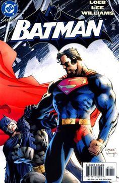 Superman aprieta con fuerza a Batman