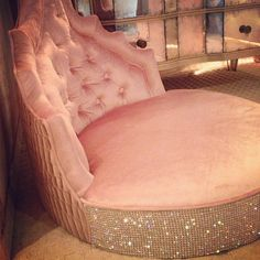 My custom doggie bed! I want this for Bonnie!!! :D