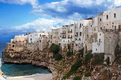 Bed and Breakfast Dolce Sorriso Polignano a Mare Situated in Polignano a Mare, 35 km from Bari, Bed and Breakfast Dolce Sorriso features air-conditioned rooms with free WiFi throughout the property. Guests can enjoy the on-site restaurant. Free private parking is available on site.