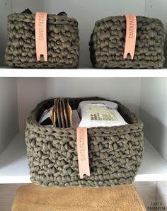 New crochet decoracion trapillo 63 ideas Crochet Storage, Crochet Box, Crochet Purses, Crochet Granny, Crochet Flowers, Crochet Hooks, Tshirt Garn, Cotton Cord, Diy Rangement