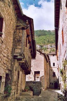 Sainte Enimie Plus beau village de France guide touristique de Lozère Languedoc-Roussillon