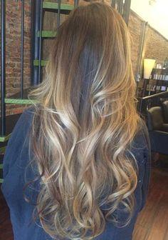 μακριά καστανά ξανθά μαλλιά balayage