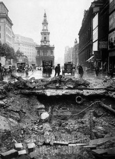 Battle of Britain : the Strand , London in ruins after Blitz raids during World War 2 . German bombing of London . Vintage London, Old London, South London, London History, British History, The Blitz, Battle Of Britain, World War One, London Photos