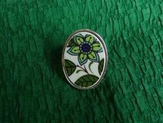 Funky Flower Ring (R46) Broken China Jewelry, Tea Set, Ann, How To Memorize Things, Porcelain, Jewellery, Rings, Flowers, Silver