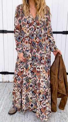"""La robe CARMEN de la marque Banditas est une robe longue col """"v"""" avec manches longues, elle possède un imprimé losanges colorés et tête de mort flowers. Nous l'avons associé au perfecto ANTEO camel et bottes Elaine. Boho Fashion, Dresses With Sleeves, Boutique, Long Sleeve, Casual, Inspiration, Diamond Shapes, Skull, Boots"""