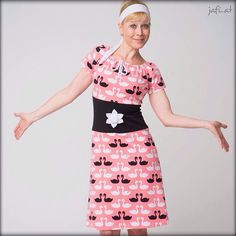 Mein lieber Schwan - Ich bin im NÄHwahna! Mein neuer Blogpost ist online. Dieser zuckersüße Jersey von @lillestoff ist ab heute erhältlich! ❤️ Ein richtiger Mädchentraum und das nicht nur für die kleinen Mädchen! ☺ Darum nochmal ein Kleid nach Rosa P. Total meins! ❤️ @rosa_und_das_einfache_leben #lillestoff #lillestoffsamstag #lillestoffliebe #dulieberschwan #nähwahna #designnähen #nähenfürmich #nähenstattshoppen #newblogpost #linkimprofil #rosap #sewinglove #schnittmusterliebe