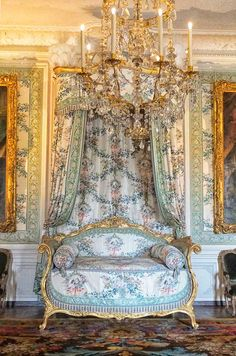 Beautiful baroque bed with canopy at Versailles ©2013 blossomgraphicdesign.com