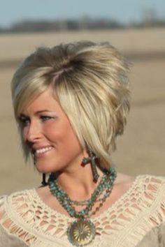 Wenn Sie sind auf der Suche nach einer neuen Frisur sind, dann warum nicht versuchen, einen kurzen, gestapelt bob? Es ist ein beliebter trend für eine Weile, denn es ist eine tolle Frisur. Es ist d…