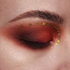 I LOVE it! Smomey autumn brick red eye shadow and star glitter cut crease