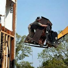 """Define """"hanging on for dear life"""" Safety Fail, Moving A Piano, Safety First, Workplace Safety, Crazy People, Bradley Mountain, Fails, Toyota, Life"""