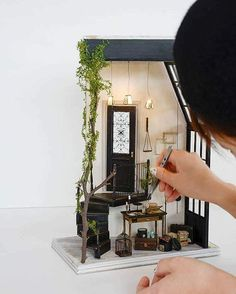 Learn how to transfer photos to wood in three simple steps! All you need is your favorite photo and Mod Podge photo transfer medium. Vitrine Miniature, Miniature Rooms, Miniature Crafts, Miniature Christmas, Miniature Houses, Miniature Furniture, Doll Furniture, Dollhouse Furniture, Diy Dollhouse