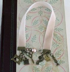 Ribbon bookmark out of velvet with vintage buttons & beads for tassles. Diy Gifts, Handmade Gifts, Ribbon Bookmarks, Vintage Velvet, Velvet Ribbon, Craft Sale, Vintage Buttons, Love Art, Small Gifts
