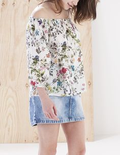 Off-the-shoulder print shirt - BOTANICAL - Stradivarius Unknown
