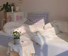 Room Design Bedroom, Room Ideas Bedroom, Bedroom Decor, Bedroom Inspo, Korean Bedroom Ideas, Pastel Room, Indie Room, Minimalist Room, Aesthetic Room Decor