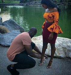 Awwww so sweet, and her outfit is super cute :) African Attire, African Wear, African Women, African Dress, Black Love Couples, Cute Couples, African Print Fashion, African Fashion Dresses, Moda Afro